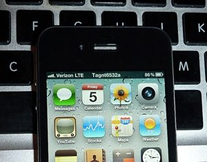 101106_verizon_iphone.jpg